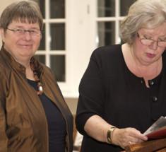 Dr. Sibylle Plogstedt (links) und jb-Vorsitzende Eva Kohlrusch