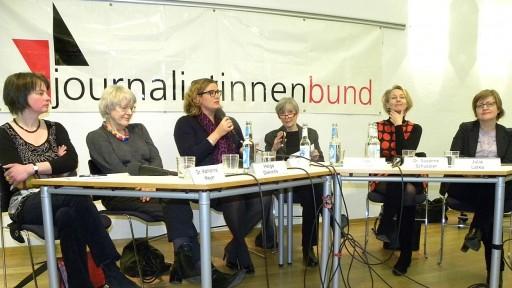 Das Podium mit unseren Gästen Katharina Meyer, Helga Dierichs, Yvonne Bauer, Helga Kirchner (Moderation), Susanne Schüssler und Julia Latka (von links)