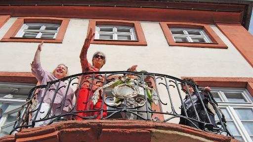 Kolleginnen auf dem Balkon des Palais von Hausen, Lorsch (Foto: Sabine Goeb)