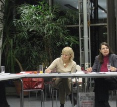 Jutta Rosenkranz (rechts) berichtete den Berliner Journalistinnen über den Weg bis zur Buchautorin