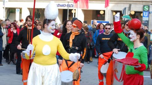 Nicht für'n Appel und ein Ei arbeiten - Equal Pay Day 2016 in München (Foto: Ulrike Holtzem)