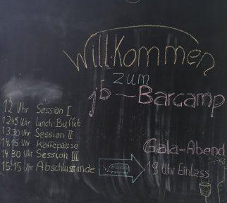 Barcamp-Programm mit Kreide an eine Tafel geschrieben