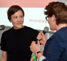 Eva Raisig und Andrea Ernst (Foto: Oliver Ziebe)