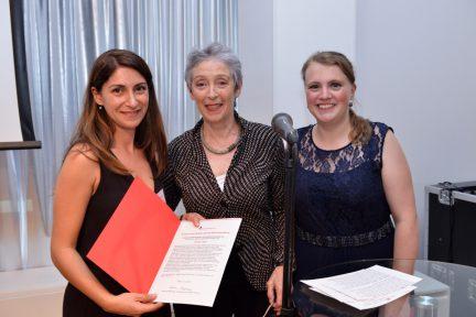 Shafagh Laghai, Helga Kirchner und Rebecca Beerheide (Foto: Oliver Ziebe)