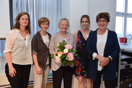Jury Marlies-Hesse-Nachwuchspreis (in der Mitte: Marlies Hesse) (Foto: Oliver Ziebe)