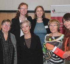 Die Organisatorinnen des Medienlabors von unten links: Sibylle Plogstedt, Helga Kirchner, Rosemarie Mieder, Regina Völz; oben: Sylvia Feil und Diemut Roether (Foto: Corinna Klingler)