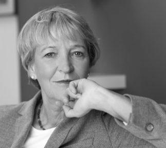 Annette Hillebrand Portrait in schwarz-weiß