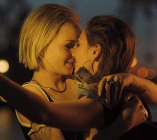Zwei Frauen küssen sich - aus dem Film Bonnie & Bonnie