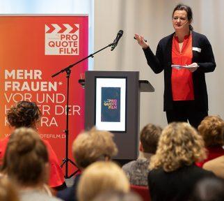 Barbara Rohm vom Pro Quote Film spricht vor Publikum beim Quotenkongreß
