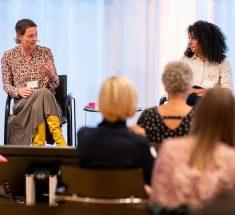 """Anja Reschke und Alice Hasters bei der Diskussion """"Mutig gegen Hass und Hetze"""", Veranstaltung des Journalistennenbund 26.09.2020 in Berlin"""